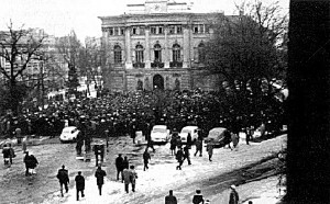 Tüntetés a varsói Műszaki Egyetem előtt