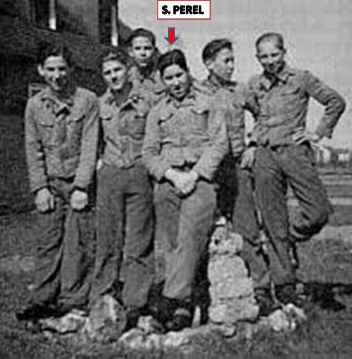 S. Perel a Hitlerjugend iskolájában társai között